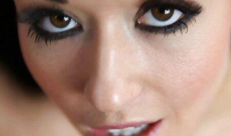 La videos anal en español belleza checa Lucie Lee lo hace al aire libre